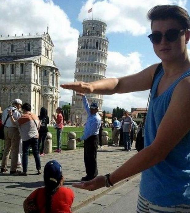 """Képtalálat a következőre: """"pisai ferde torony vicces turisták"""""""