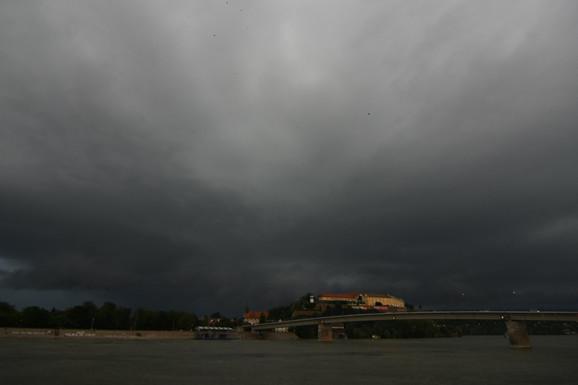 """KAKO JE DOŠLO DO NEVREMENA KOJE JE PARALISALO BEOGRAD Najmoćniji oblaci prekrili pola Srbije, a da li će se """"SUPEROLUJA"""" DOGODITI PONOVO"""