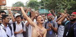 """Brutalne stłumienie protestu uczniów. """"Gwałcą nas i mordują"""""""