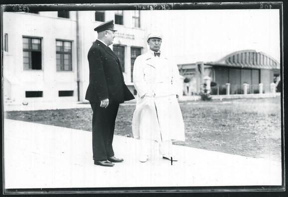 Gering sa svojim pilotom na aerodromu u Zemunu 1934.