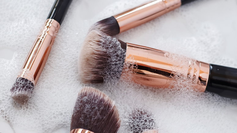 Cleaning your makeup brushes keeps bacteria away from your face [Credit: Makeupview]