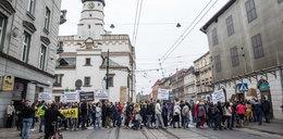 Protest w Krakowie. Mieszkańcy nie chcą likwidacji miejsc parkingowych w centrum