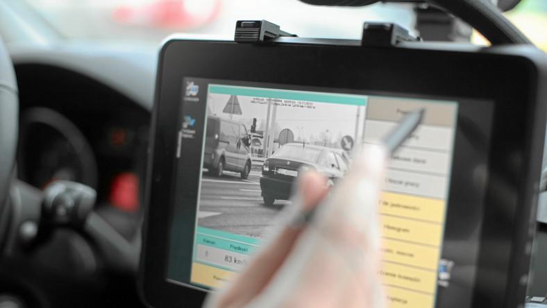 Inspekcja Transportu Drogowego została powołana 6 września 2001 roku. Inspektorzy posiadają uprawnienia do nakładania mandatów karnych i prowadzenia czynności wyjaśniających, kierowania do sądów wniosków o ukaranie i brania udziału w rozprawach w charakterze oskarżyciela. Mogą oni kierować ruchem, a także zatrzymać prawo jazdy czy też dowód rejestracyjny. Poruszają się pojazdami uprzywilejowanymi i korzystają z ochrony przypisanej funkcjonariuszom państwowym. Podczas kontroli przewozów drogowych mają takie same uprawnienia jak policja. Inspektor wykonuje czynności kontrolne w umundurowaniu oraz posługuje się legitymacją służbową i znakiem identyfikacyjnym. Bez umundurowania kontrola może być przeprowadzana jedynie w przedsiębiorstwach, pojazdach wykonujących przewóz regularny oraz w taksówkach.
