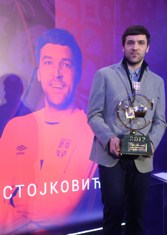 Vladimir Stojković sa Zlatnom loptom FSS-a