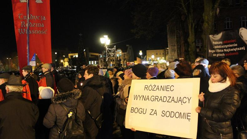 W Słupsku odmówiono publiczny Różaniec w intencji nawrócenia prezydenta Roberta Biedronia
