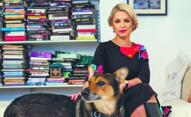 """Katarzyna Bonda, pisarka, dokumentalistka oraz dziennikarka. Autorka m.in. bestsellerowych powieści """"Pochłaniacz"""" i """"Okularnik"""". Fot. Maksymilian Rigamonti"""