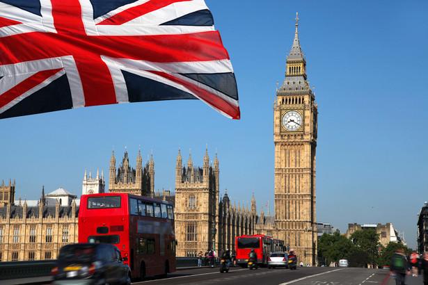 Według Sky News porozumienie przewiduje przeprowadzanie szybkich testów na obecność koronawirusa wśród kierowców.