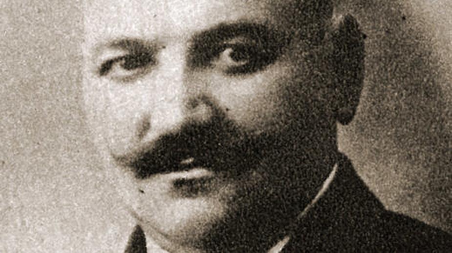 Łukasz Siemiątkowski jako radny miejski na pamiątkowej fotografii z albumu wydanego przez samorząd.