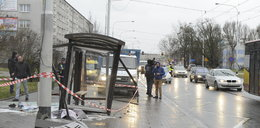 Rozpędzone auto wjechało w ludzi na przystanku