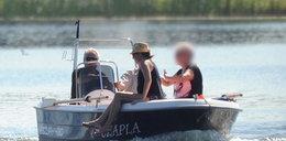 Kwaśniewski z córką wypoczywa na łódce