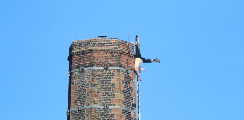 Zwisał z komina kilkanaście godzin. Ratownicy ścigali się z czasem