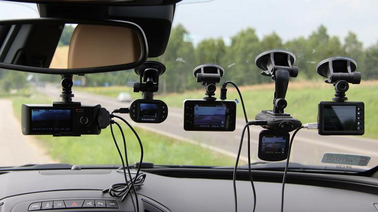 Test tanich kamer samochodowych