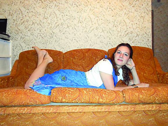 Studirala je arhitekturu u Sankt Peterburgu. U braku sa Nikijem je od leta prošle godine: Veronika Lukanov