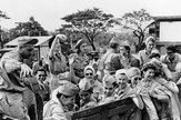 800px-Army_nurses_rescued_from_Santo_Tomas_1945g