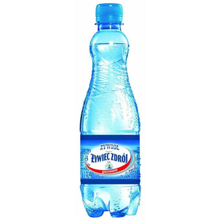 Mężczyzna poparzony wodą mineralną