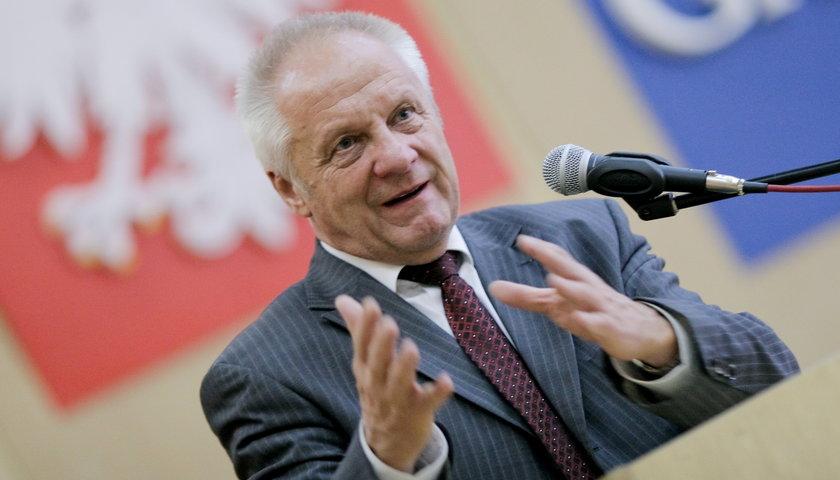 Niesiołowski: PiS gra trumnami