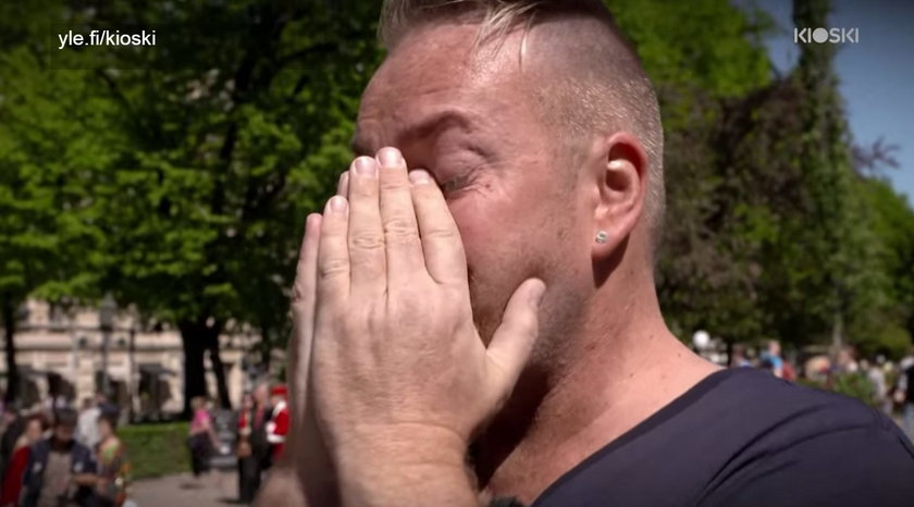 Mężczyzna nie mógł powstzymać łez