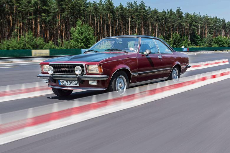 Druga generacja Commodore'a, poza matową przednią maską, niczym specjalnym się nie wyróżnia. Za to auto jednoczy w sobie wszystkie cnoty klasycznego Gran Turismo jak żaden inny Opel w naszym porównaniu.