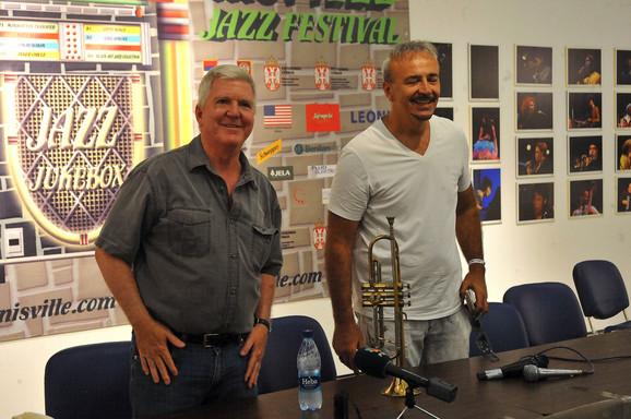 Kajl Skat i iVan Blagojević na konferenciji za medije u Nišu