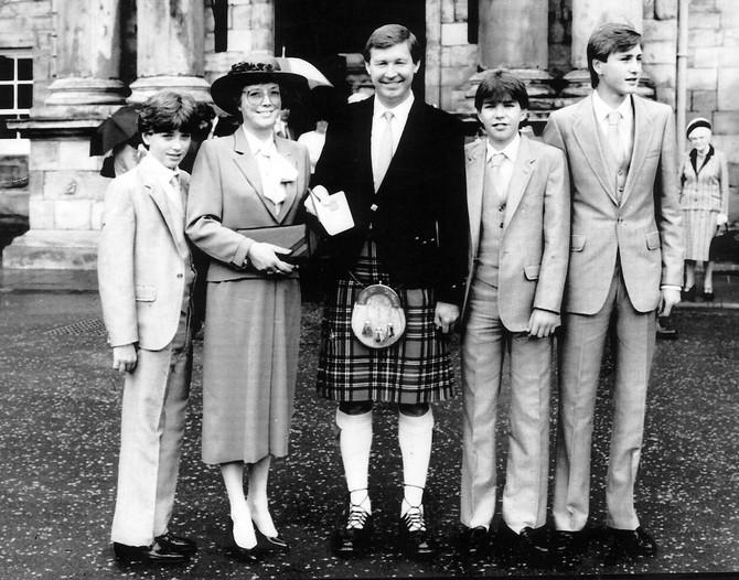 Aleks Ferguson sa suprugom i decom pre više decenija