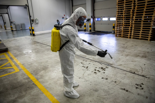 Z danych rządu Hiszpanii wynika, że w ciągu minionej doby nastąpił też drastyczny wzrost liczby zakażeń koronawirusem.