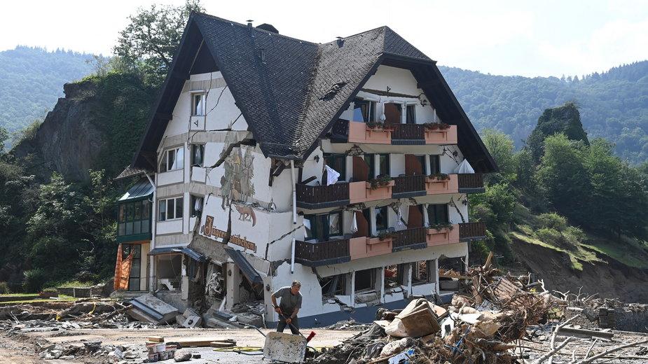 Zniszczony w wyniku powodzi dom w zachodnich Niemczech