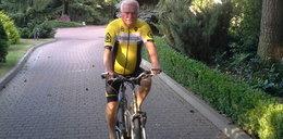 Wałęsa w żółtej koszulce lidera i klapkach na rowerze