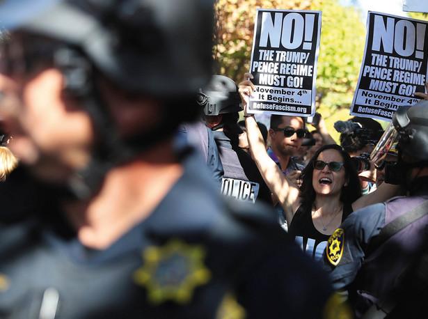 Protesty na Uniwersytecie Kalifornijskim w Berkeley przeciwko wystąpieniu na uczelni Milo Yiannopoulosa, wrzesień 2017 r.