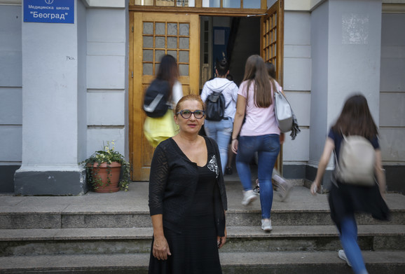 Direktorka ispred svoje škole