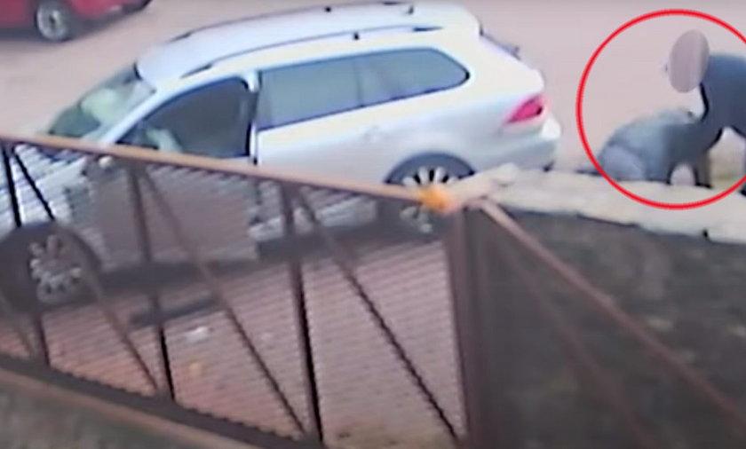 Kompletnie pijany staranował ogrodzenie. Policja opublikowała nagranie.