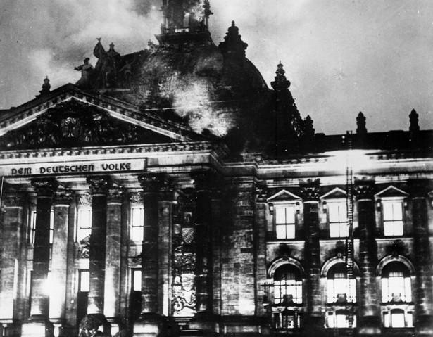 Pożar Reichstagu - symboliczny początek rządów narodowo-socjalistycznych Creative Commons