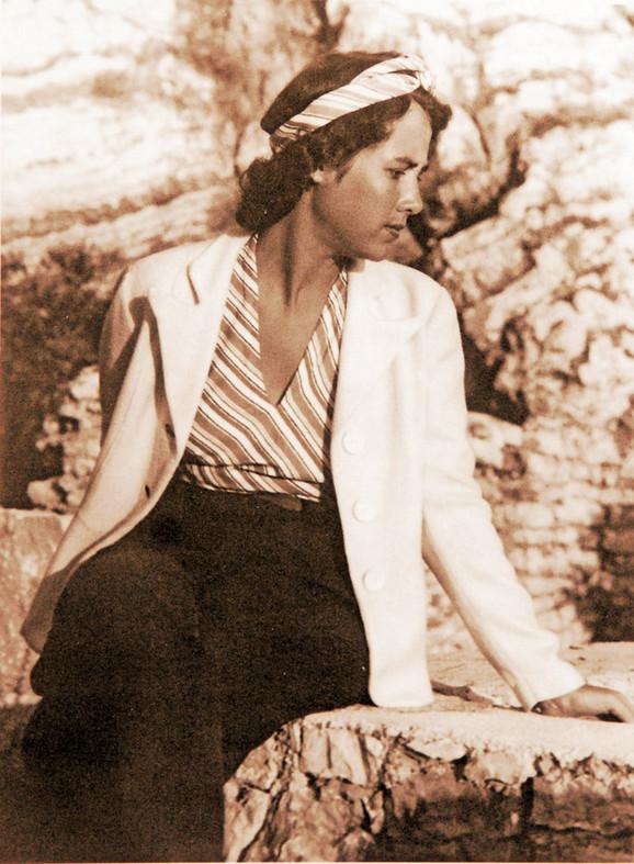 Gospođa Živanović – iako se nikada nije ženio, voleo je da fotografiše ženske likove