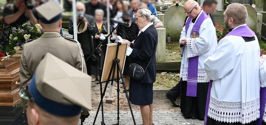 """To dlatego na pogrzebie Wiesława Gołasa miały prawo lać się łzy. Maja Komorowska odczytała list córki aktora nad trumną. Zaczynał się od zdania: """"Tato..."""" [WIDEO]"""