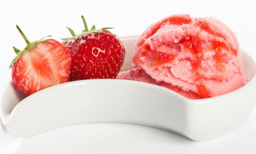 Szybki przepis na domowe lody truskawkowe