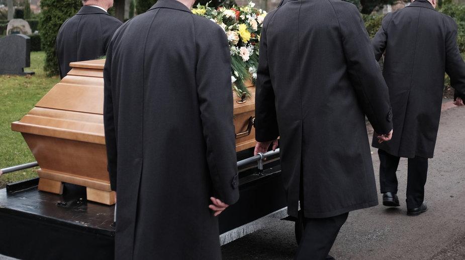 Zakład pogrzebowy łatwiej w Polsce otworzyć niż budkę z hot dogami. Tajemnice branży