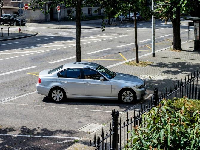 Ostavili ste auto parkiran na suncu? Ako je parkiran duže od OVOLIKO VREMENA, ulazite u SMRTONOSNU ZAMKU