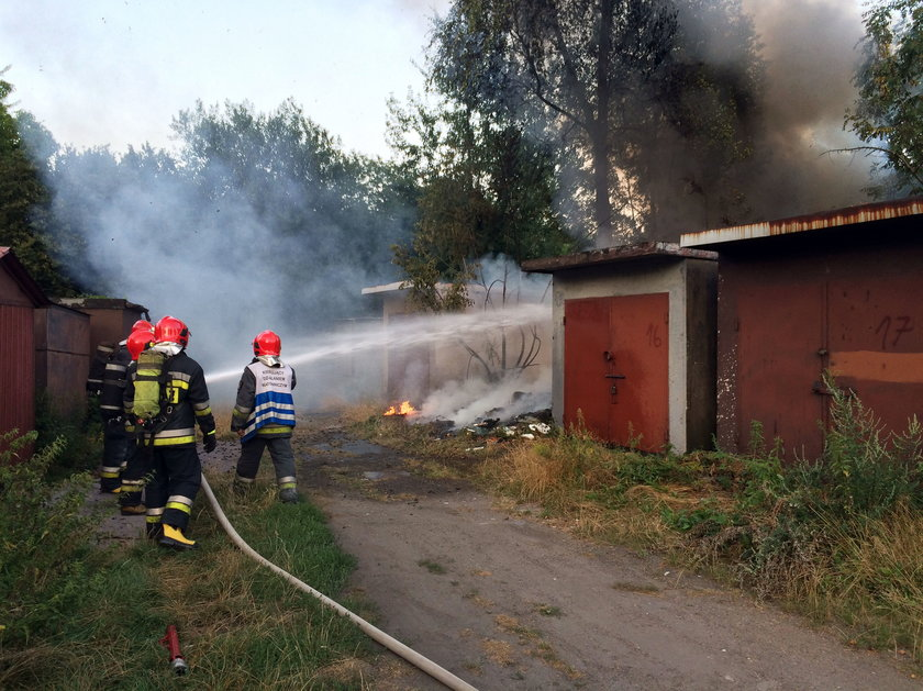Katowice. Pożar śmieci na osiedlu Tysiąclecia