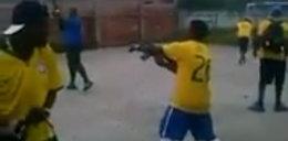 Szok! Brazylijscy kibice świętowali gola strzałami z Kałasznikowa! [wideo]