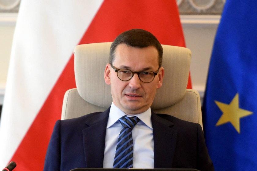 Premier Morawiecki zapowiadał więcej pieniędzy w służbie zdrowia
