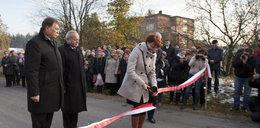Wieś dostała drogę za pomoc ofiarom