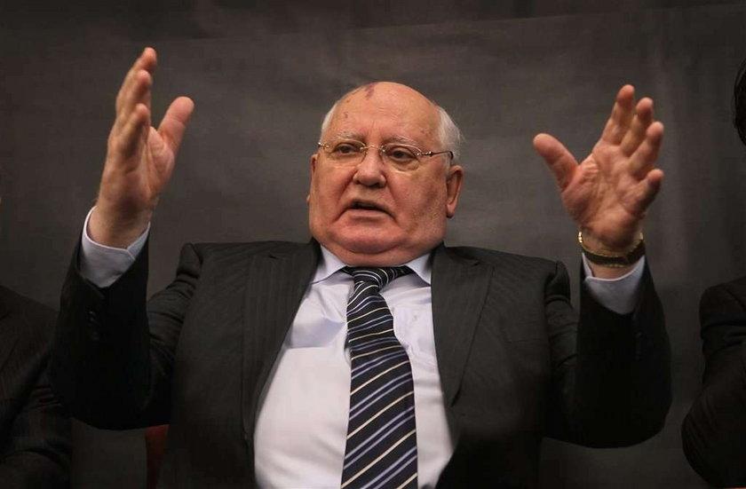 Gorbaczow śpi na szczycie noblistów
