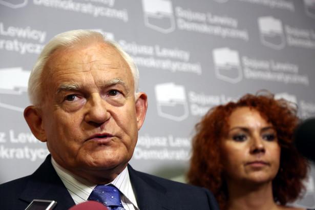 Przewodniczący SLD Leszek Miller podczas konferencji prasowej. Fot. PAP/Tomasz Gzell