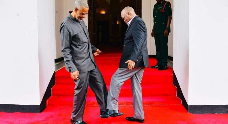 Tanzanian President John magufuli (R) leg shakes with Maalim Seif Sharif Hamad. (Facebook)