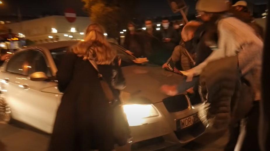 Warszawa: mężczyzna, który wjechał w protestujące kobiety to funkcjonariusz ABW