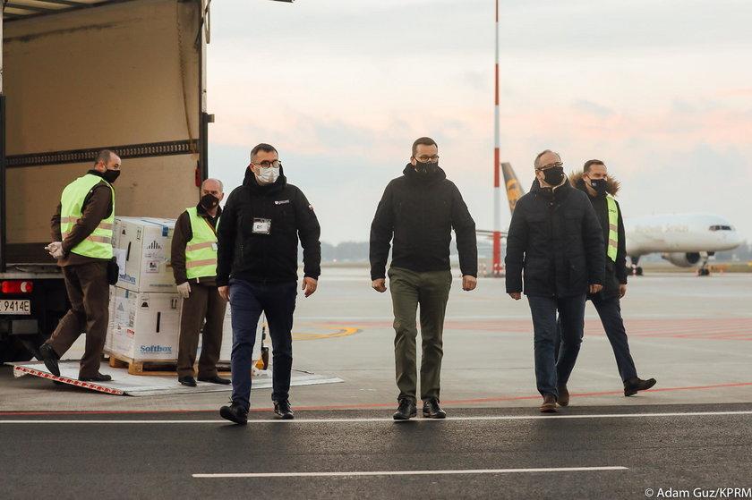 Mateusz Morawiecki na lotnisku Okęcie