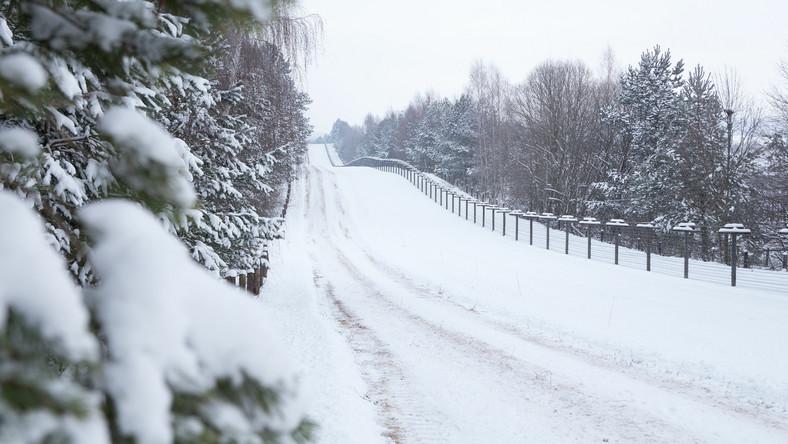 Droga przy jednej z europejskich granic. Zima
