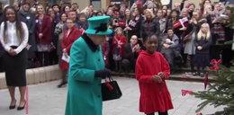 Chłopiec dał nogę na widok królowej! FILM