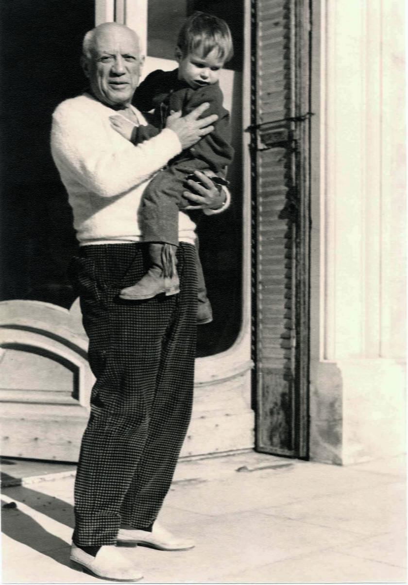 Zdjęcie z prywatnego albumu Lucii Bosé – Picasso z synem Lucii Bosé