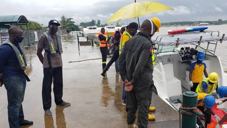 Honourable Commissioner of Transportation, Dr.Frederic Oladeinde, GM LASWA, Mr. Damilola Emmanuel and others at the Ikorodu Jetty monitoring the disembarkation of one of the recovered body of the boat mishap [Twitter/@TalktoLaswa]