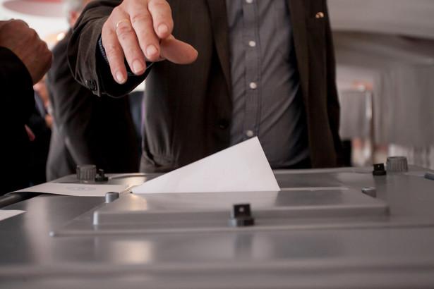 Z obozu Zjednoczonej Prawicy, jak na razie, dochodzą sprzeczne sygnały odnośnie do ewentualnego przełożenia terminu wyborów